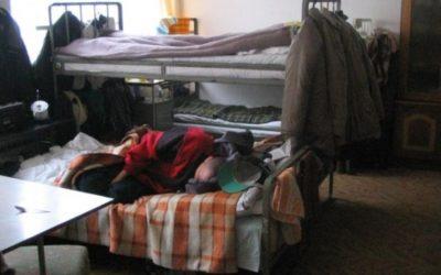 Pierwsi bezdomni szukają już schronienia