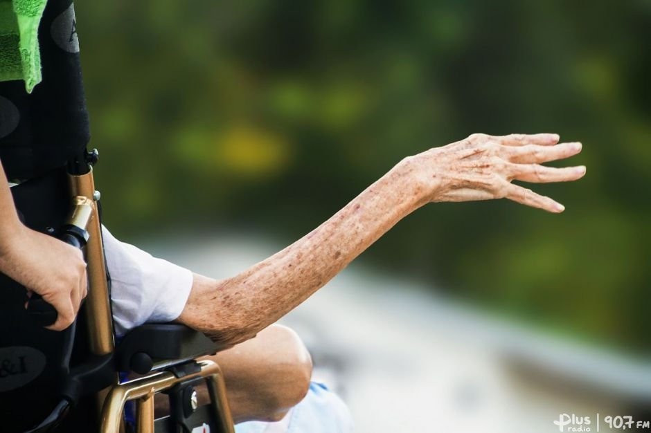Seniorzy najbardziej zagrożoną grupą społeczną wczasie koronawirusa