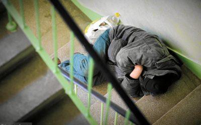 Koronawirus. Bezdomny niezostanie wdomu, bo go niema. Jak wygląda sytuacja wRadomiu?